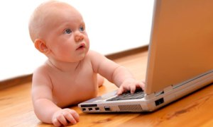 infant-baby-using-laptop--007